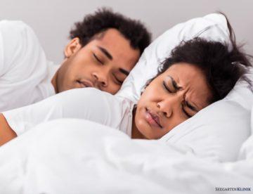 Eheparter Schnarcht, Ehefrau kann nicht schlafen