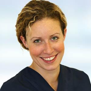 Dr. Julie Rohde, Oralchirurgin, Schlafapnoe Operationsteam