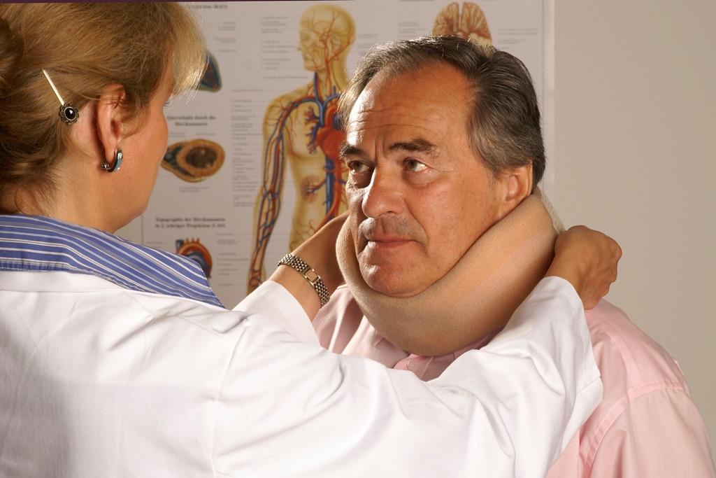Halskrause Mann - gegen Schlafapnoe und Schnarchen