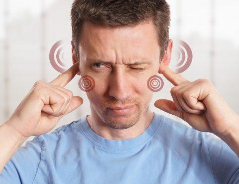Schlafapnoe - Mann mit Tinnitus