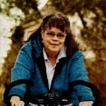 Geheilte Patientin Sigrid Böhm auf dem Fahrrad