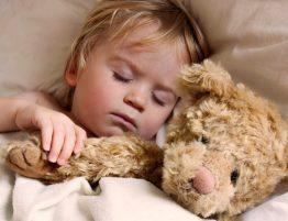 Schnarchen - Kind im Bett
