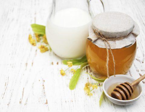 Honig und Milch als Einschlafhilfe